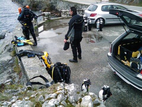 Debrieffing entre Thierry et Captain après la plongée