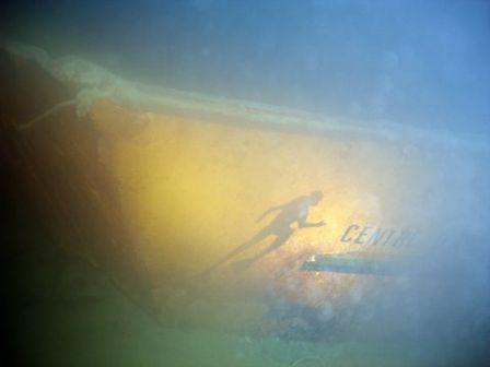Nouvelle épave à Charpignat au lac du Bourget : la barge au plongeur