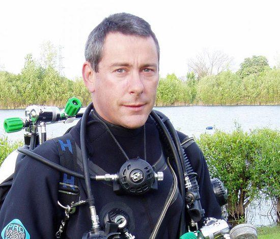 Mark Powell instructeur de Plongée. Il est nécessaire de se former à la plonger et de suivre ses enseignements.