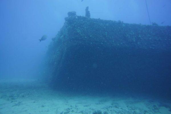Hé non ceci n'est pas la photo de l'épave de la barge de Sanary c'est juste une image de barge