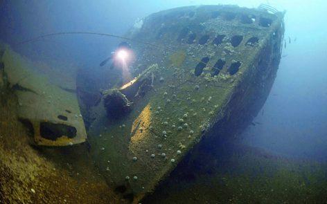 Voyage plongée - épave profonde